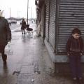 dječak se skriva od kiše glazgow 1980